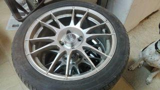 Llantas OZ con neumáticos.