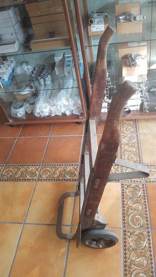 Carretilla de madera vintage