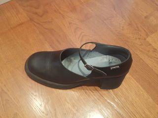 Zapatos para mujer sin tacón de segunda mano en Sabadell en