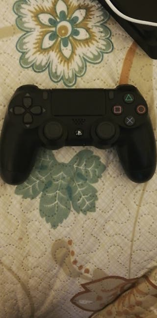PS4 with controller and free usb