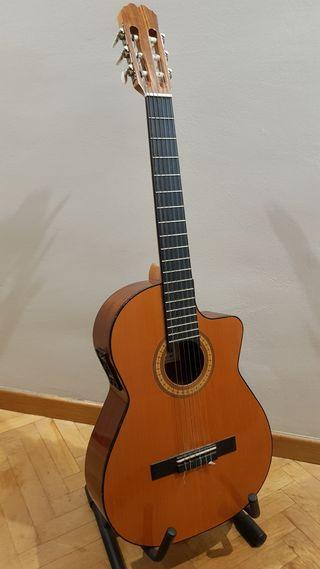 "Guitarra española amplificada ""Admira Juanita"""