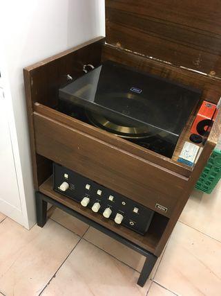 Mueble Tocadiscos con Amplificador VIETA AT 220