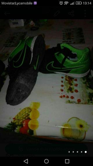 botas y deportivas futbol 9 eur.