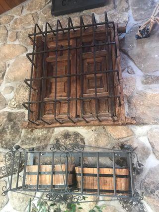 ventana de madera antigua