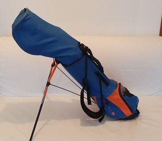 Palos de golf y bolsa de marca PING para niños