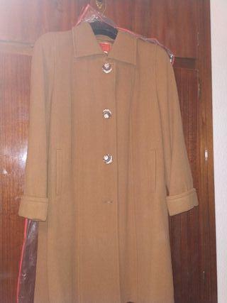 Abrigo beige (señora)