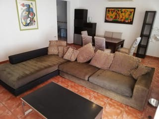 Sofá grande de diseño