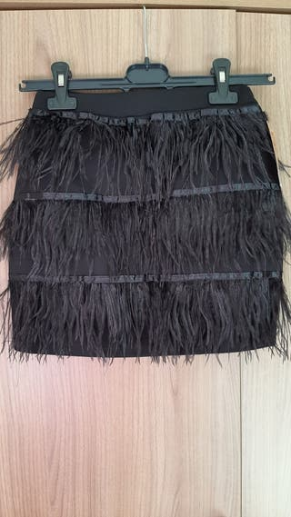 falda con plumas