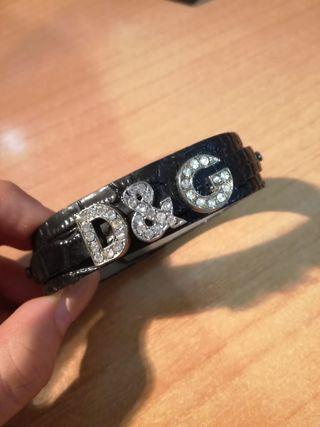 pulsera de piel con iniciales de Dolce Gabbana