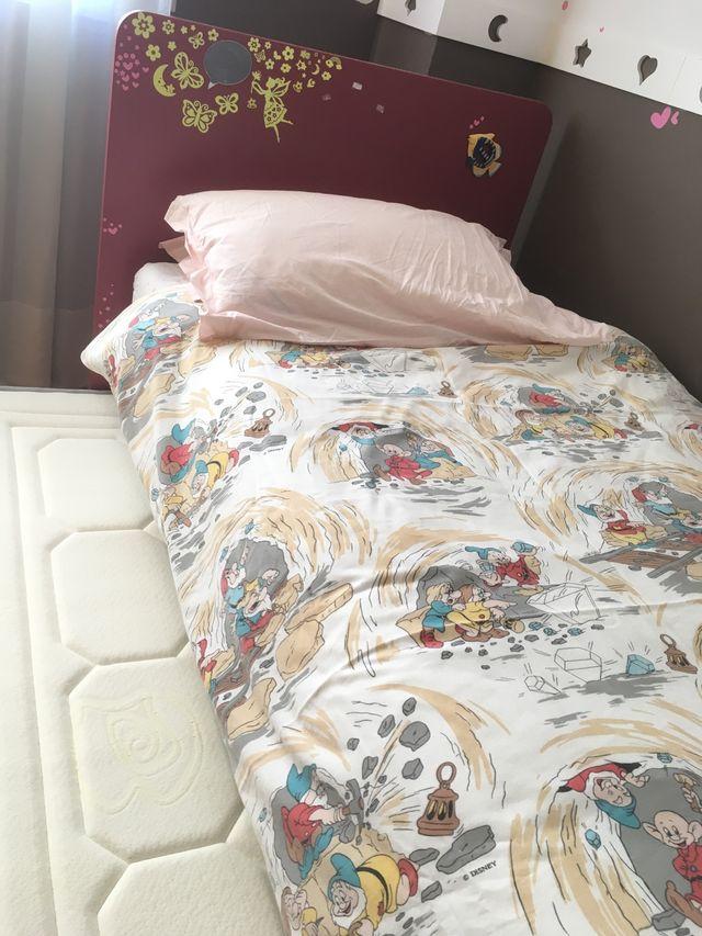 Cama nido, Colchon TEMPUR y cómoda de niña.