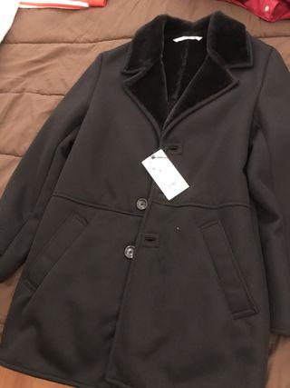Abrigo Zara negro forrado pelo.Talla S.Nuevo