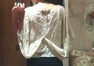 vestido griego blanco con lentejuelas de cristal