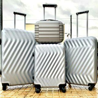 conjunto de maletas nuevas diseño moderno