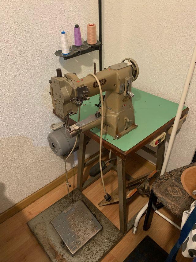 Máquina de coser de brazo de segunda mano por 700 € en