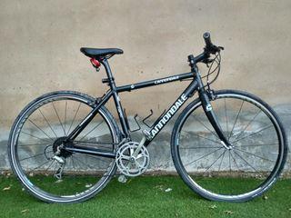 bicicleta híbrida urbana