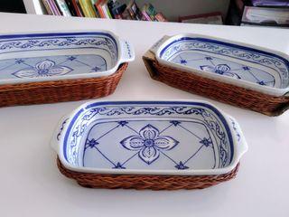 Set de platos d cerámica con canastillas de mimbre