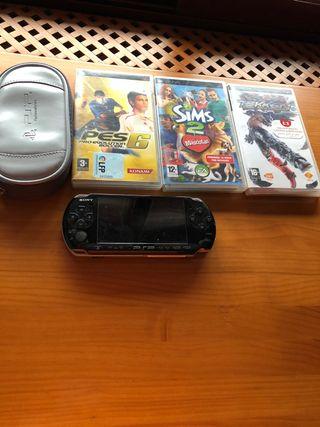 PSP negra con 3 juegos y la funda oficial