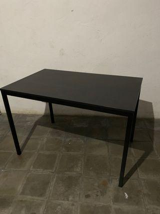 Mesa color negro