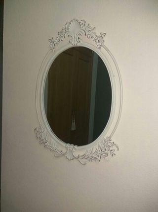Espejo de pared de ornamentación floral