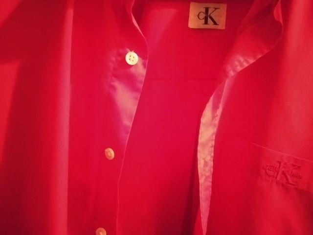 camisa roja calvin klein XL