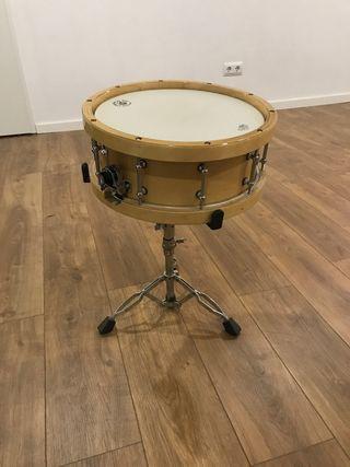 Caja / tambor con casco de madera Remo