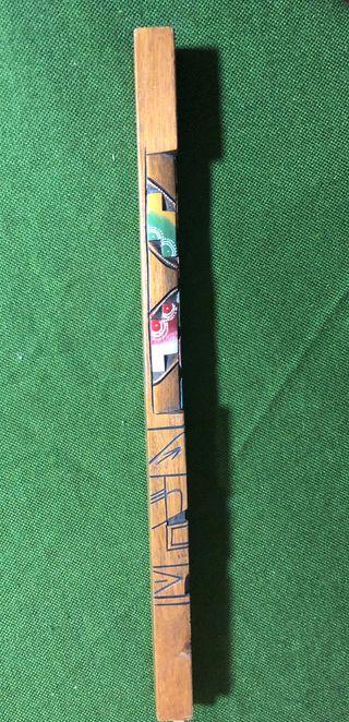 Flauta de madera tallada