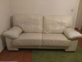 Sofá de dos plazas de cuero blanco