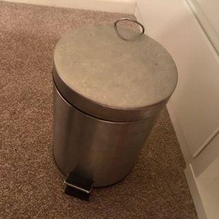 Pedal bin, 4.6L