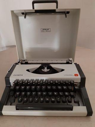 Máquina de escribir de los años 60 Olympia