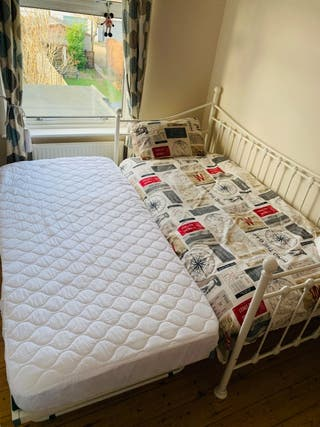 Guest bed + 2x mattresses (used 8 times)