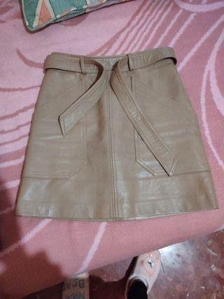 falda de cuero, marron