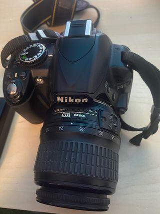 Nikon D3100 con correa y Mochila.