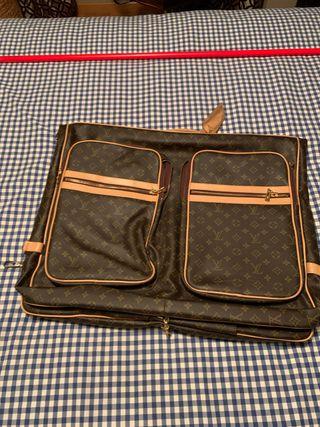 Portatrajes Louis Vuitton (auténtico)