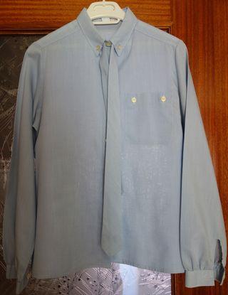 Camisa azul cielo con corbata