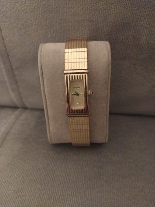 Reloj de dama suizo, con baño de oro