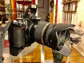Cámara de fotos reflex Nikon D5000 + Teleobjetivo