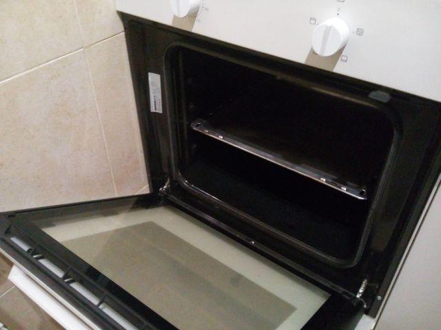 Vitrocerámica y horno con mueble.
