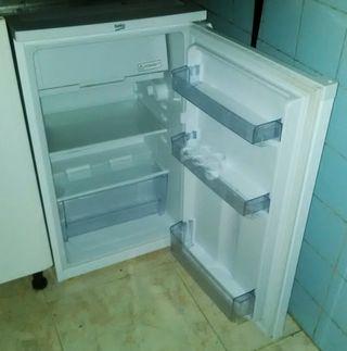 NUEVO. Frigorifico Mini BEKO con congelador