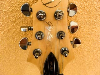 Guitarra eléctrica para personas zurdas