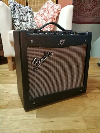 Amplificador guitarra/bajo Fender Mustang V.2