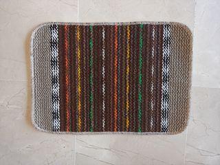 alfombra antideslizante marrón a estrenar