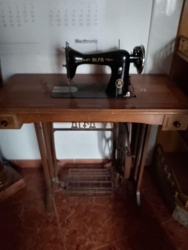 Maquina de coser antigua marca AlFA de segunda mano por 70