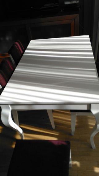 Mesa lacada en blanco comedor