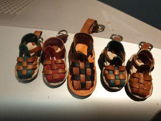 llaveros de sandalias