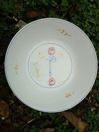 Plato hondo de cerámica de La Cartuja