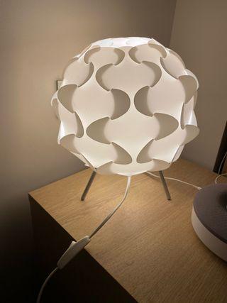 Lámpara mesita de noche IKEA