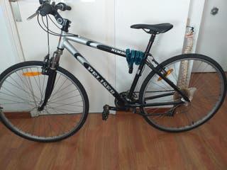 Bicicleta con cadena de seguridad
