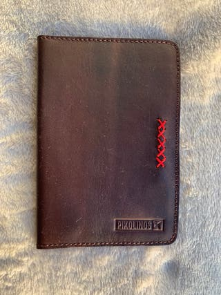 Funda pasaporte Pikolinos