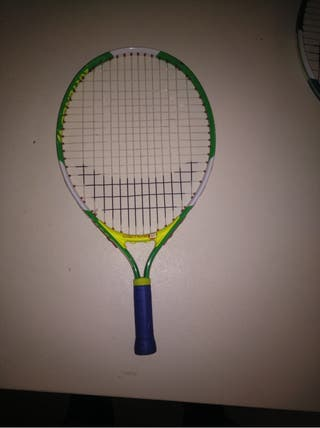 Raquera de tenis, frontón pre-tenis