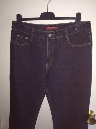 Vaquero negro / pantalón T.42 Opción a 3x2.